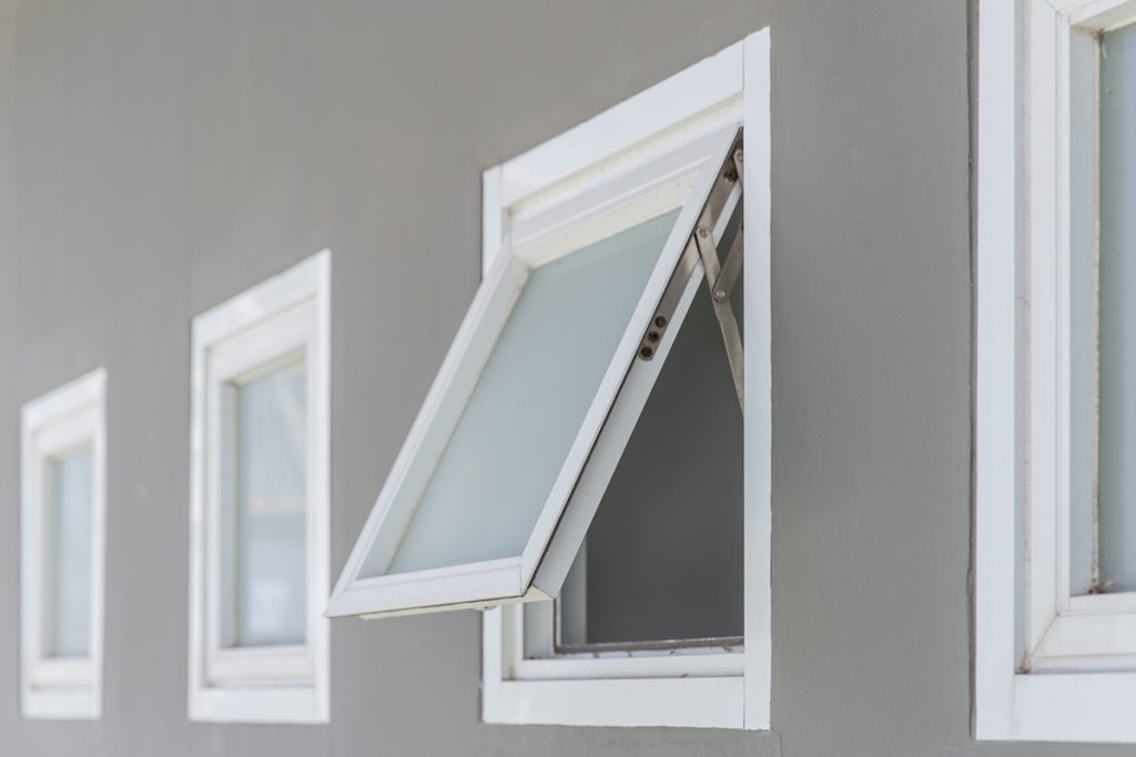 The Difference Between Awning and Casement Windows